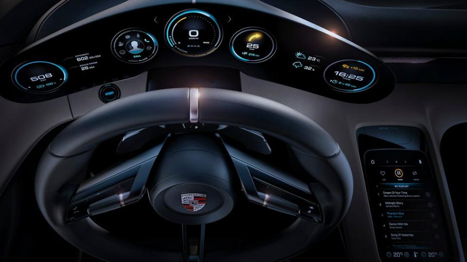 Tesla наняла создателя интерьера электросуперкара Porsche