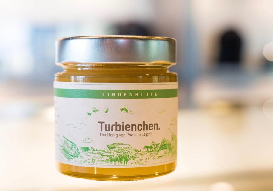 Компания Porsche начала продавать мед