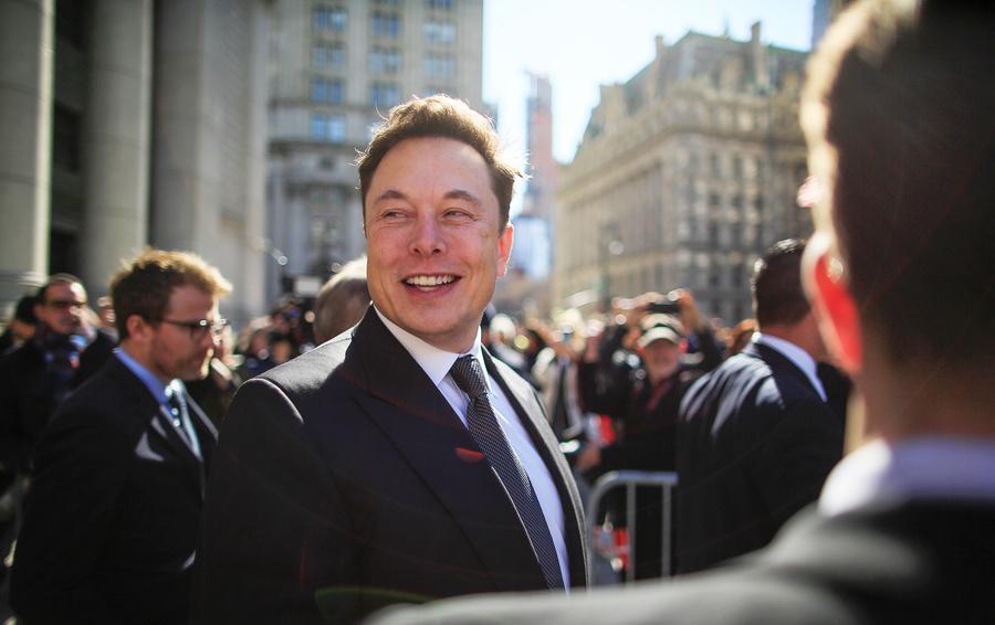 Tesla представила полноценный автопилот и сервисроботакси