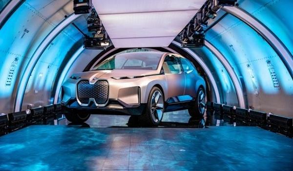 BMW показали новый электрокроссовер iNext