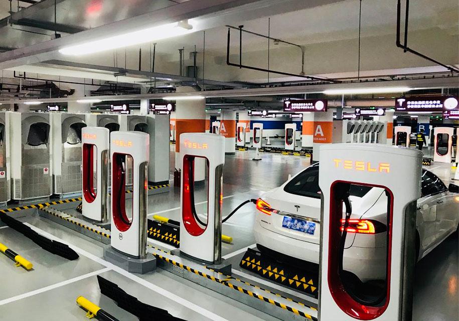 Tesla открыла самый большой зарядочный комплекс в мире