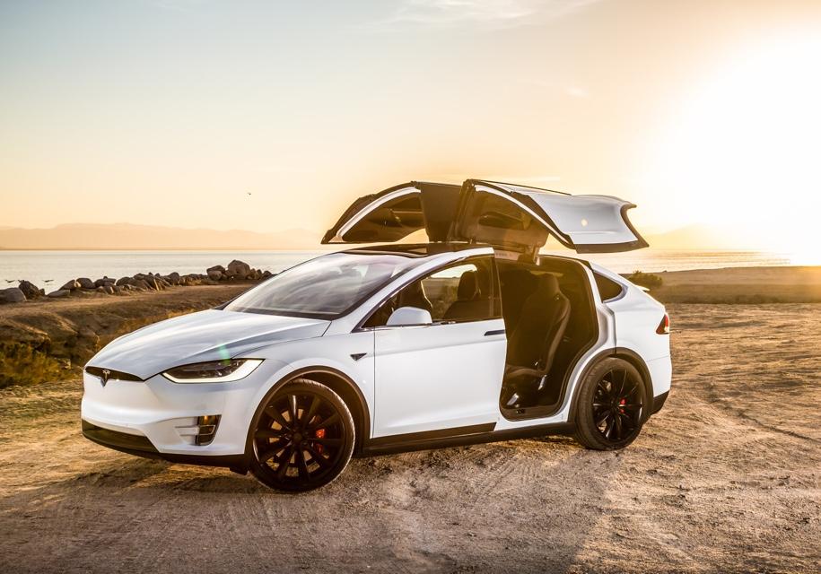 """Электрокары Tesla получат режим """"вечеринки"""""""