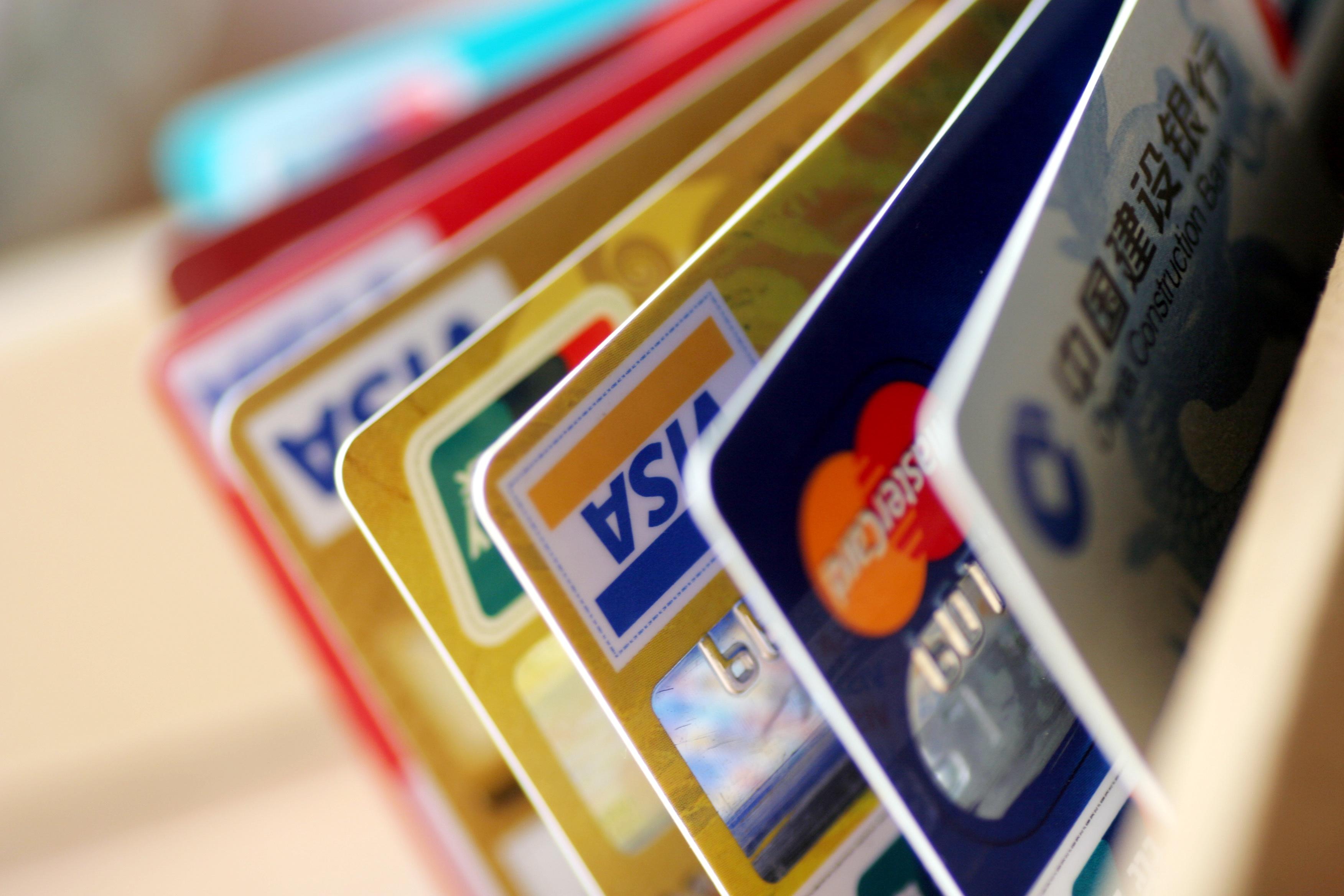 Visa и MasterCard запустили тестирование карт с отпечатками пальца