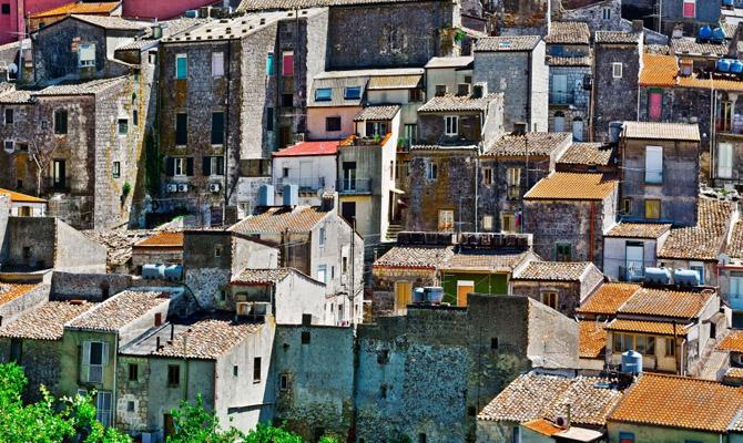 Предложение дня: в Италии продают 100 домов за € 1
