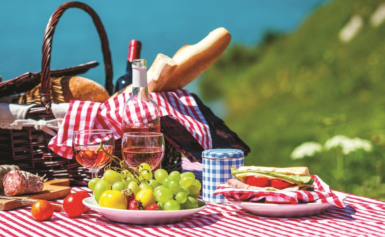 5 (неожиданных) рекомендаций барменов, что пить на пикнике