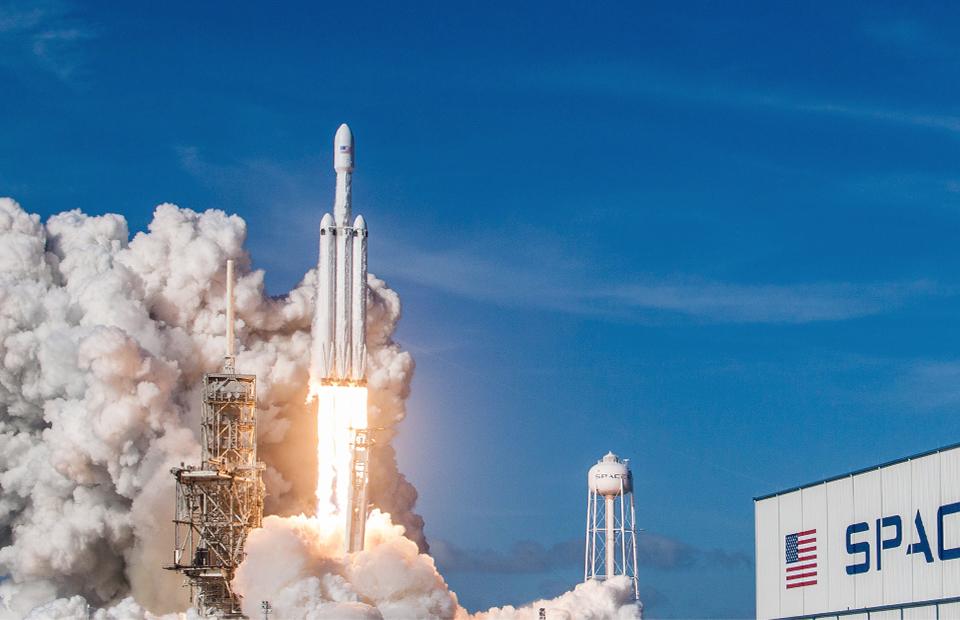 Илон Маск запустил свои первые спутники для раздачи интернета