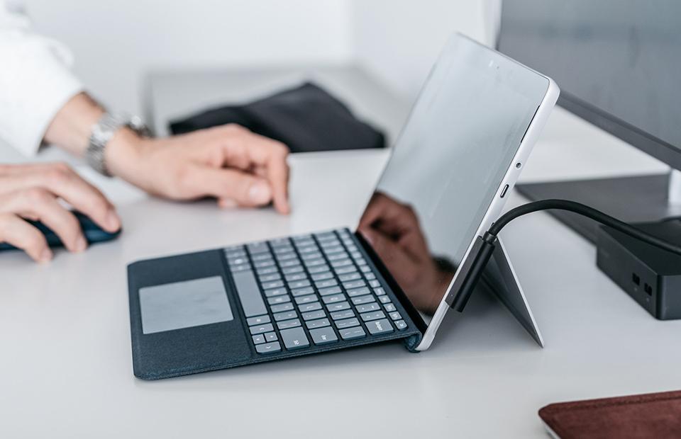 Microsoft представила бюджетный планшет