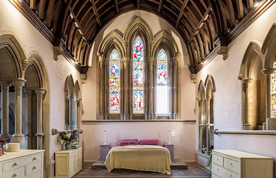 Предложение дня: в Англии продают церковь, переделанную в жилой дом