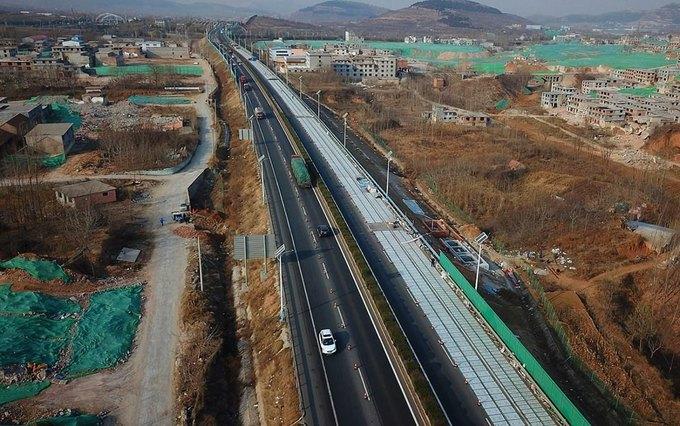 В Китае строят «солнечные» дороги, которые будут заряжать электрокары