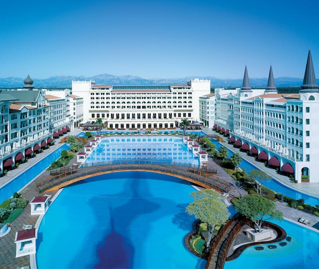 Назван самый дешевый курортный город для богачей