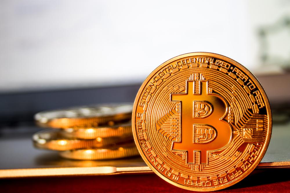 Стоимость биткоина впервые превысила $5 000