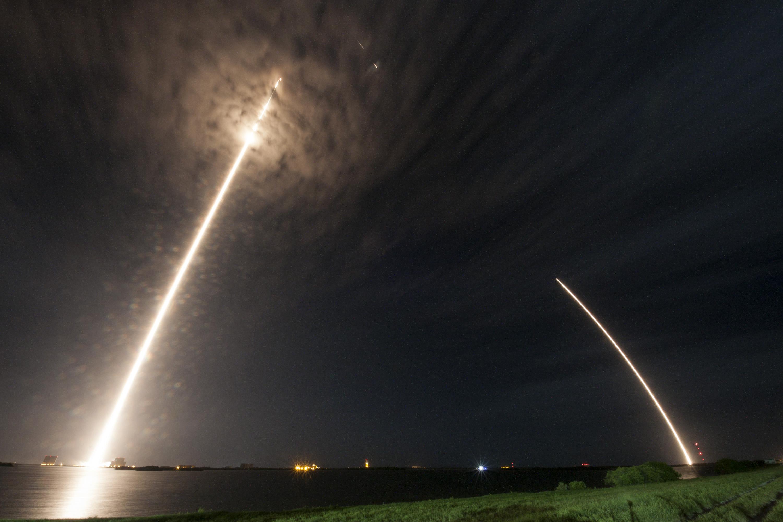 SpaceX во второй раз успешно посадила ступень Falcon 9 на космодром