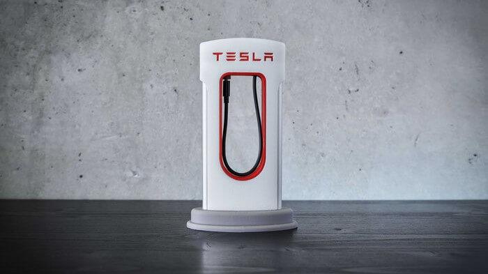 Покупателей Tesla оставят без бесплатных электрозаправок