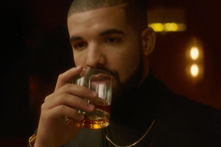 Дрейк предлагает всем инвестировать в его виски