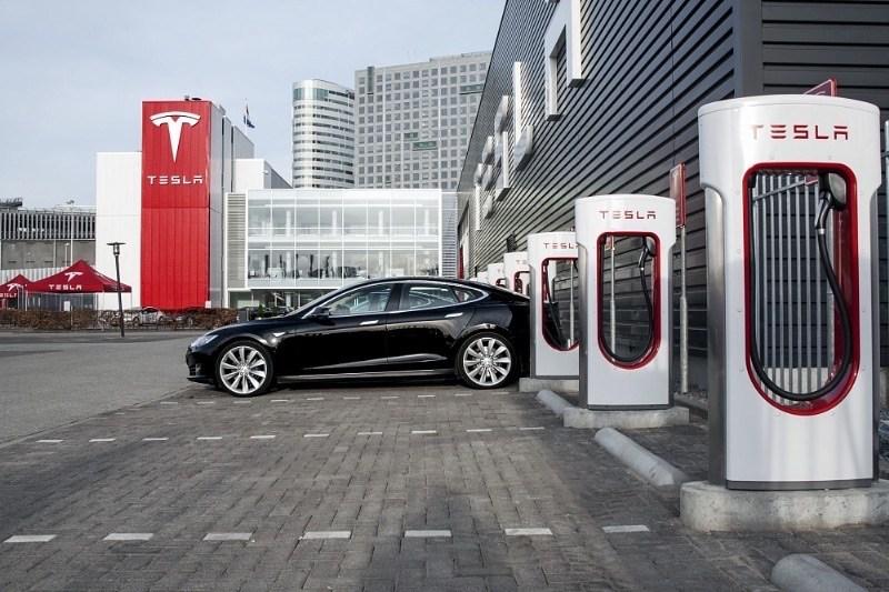 Илон Маск пообещал разместить зарядные станции для Tesla по всей Европе