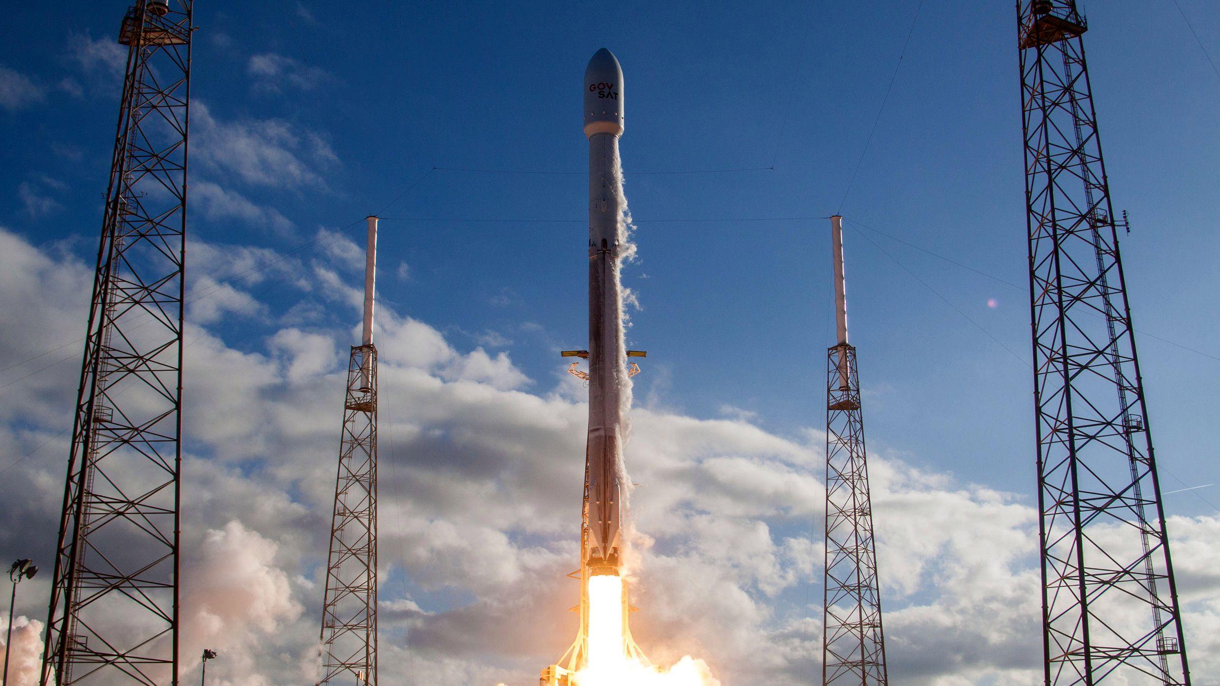 """SpaceX запустила """"финальную"""" версию ракеты Falcon 9"""