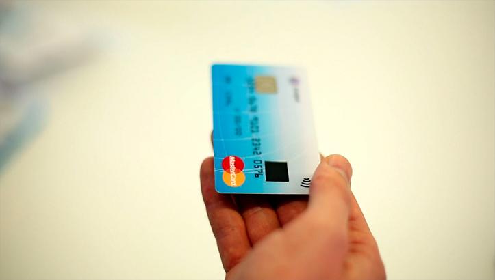MasterCard представила карты со сканером отпечатков пальцев