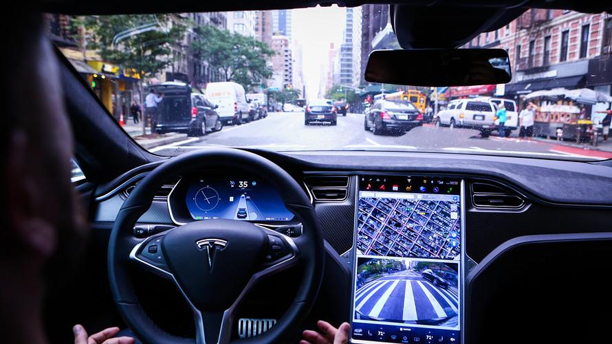 Владельцы Tesla смогут управлять электрокарами со смартфона