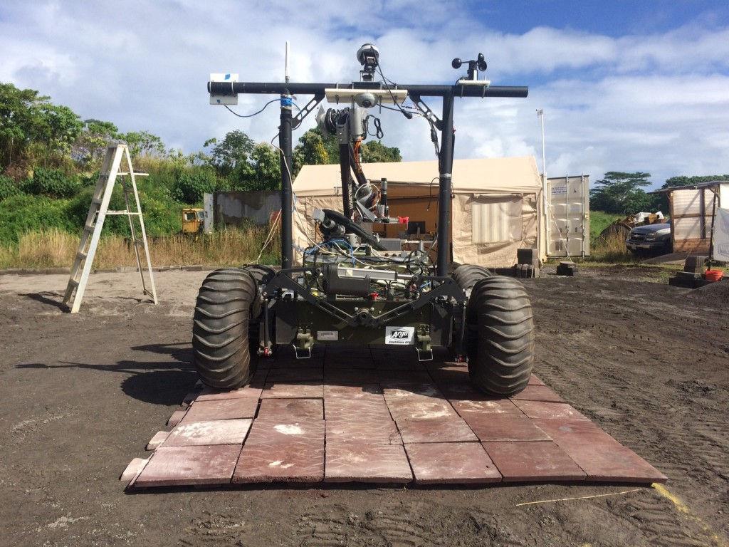 На Гавайях испытали первого робота-строителя для космоса