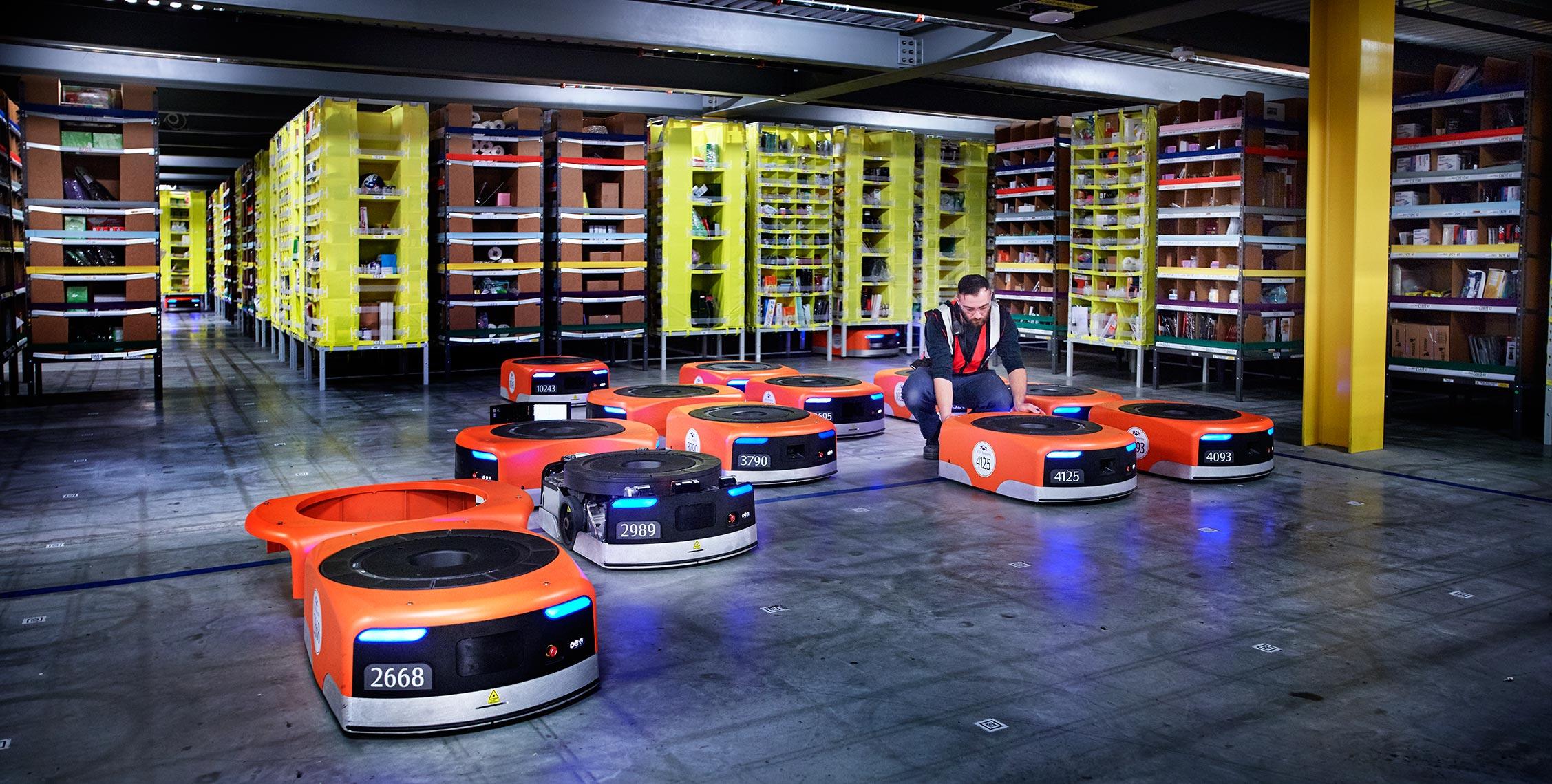 Amazon начала заменять менеджеров на роботов