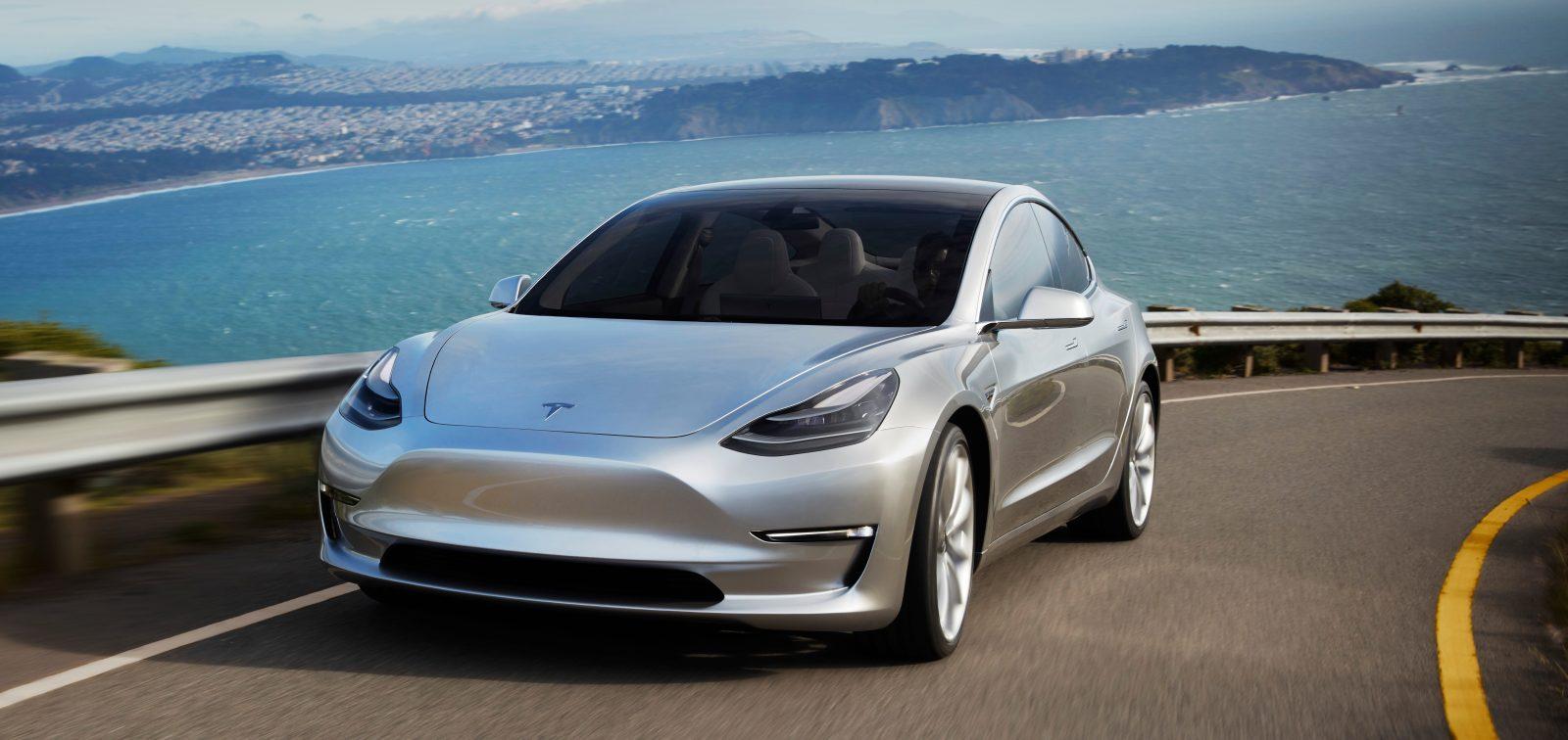 Самым молодым покупателем автомобиля Tesla стал 14-летний подросток