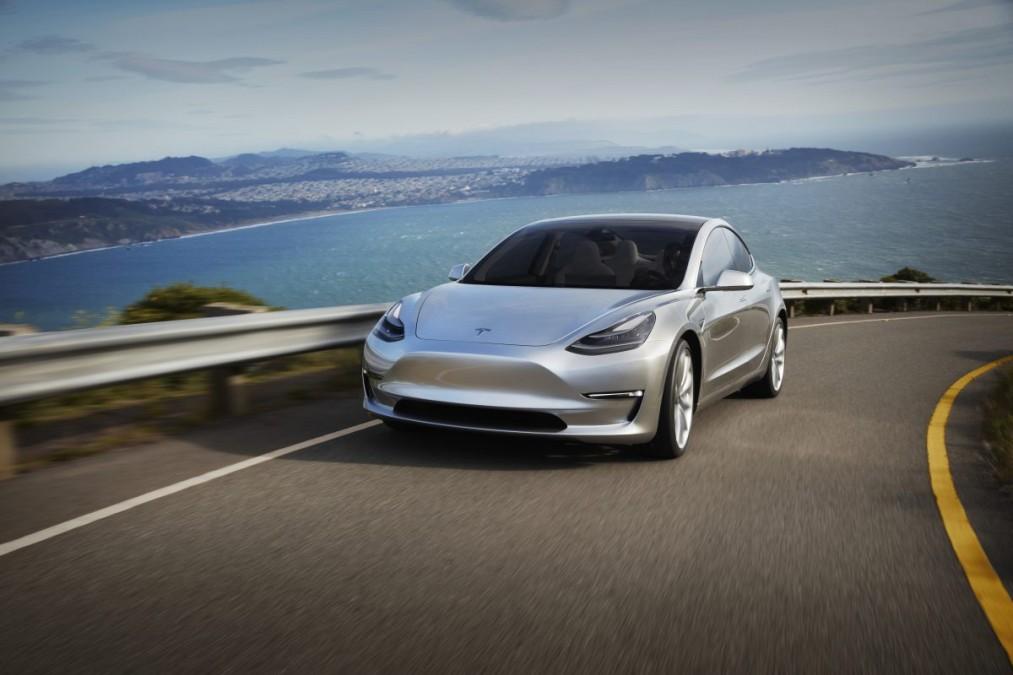 Новый автомобиль от Tesla готов покорять рынок
