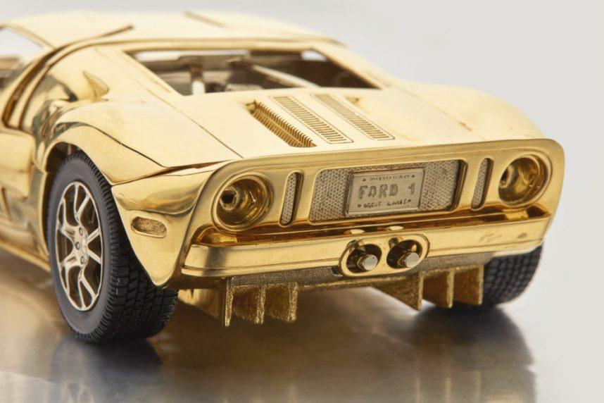 На аукционе Sotheby's будет продан золотой Ford GT